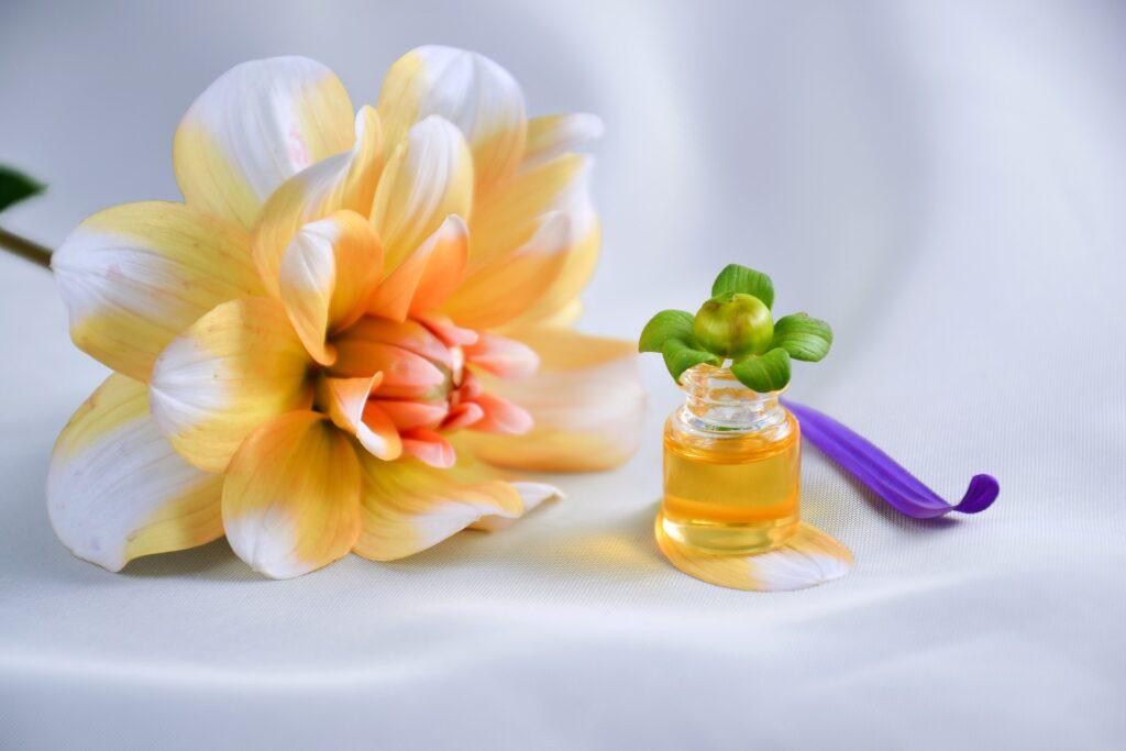 essential oil 4065556 1920